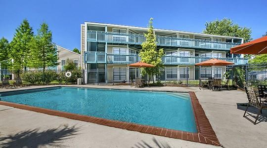 Mandeville Lake Apartments